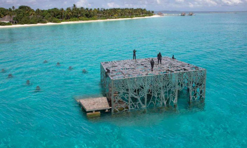 Maldive   Operă de artă distrusă de autorități