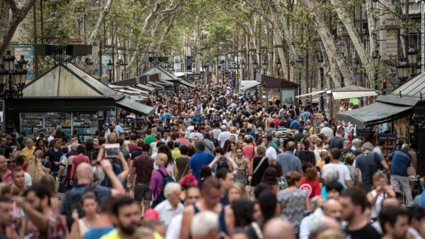 Efectul boom-ului turistic: noi taxe și restricții în cele mai căutate destinații