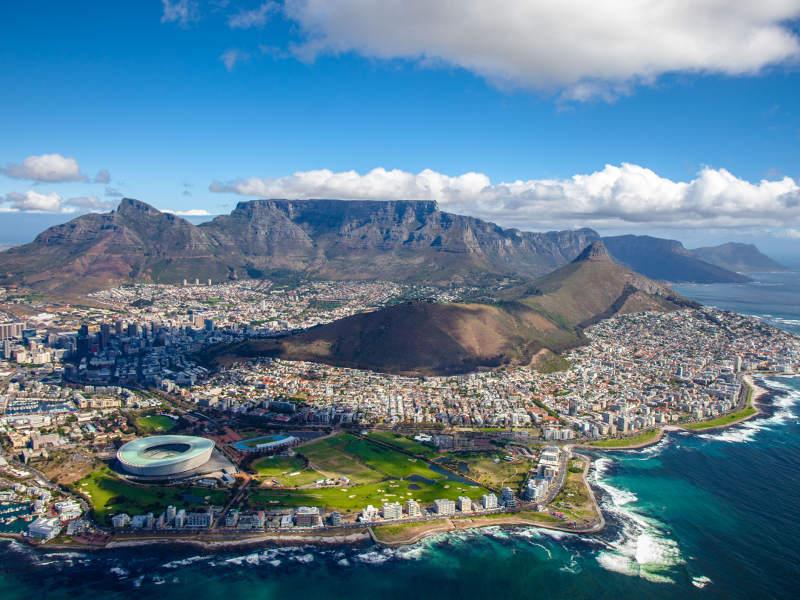 Africa de Sud relaxează legislația privind intrarea în țară cu copii