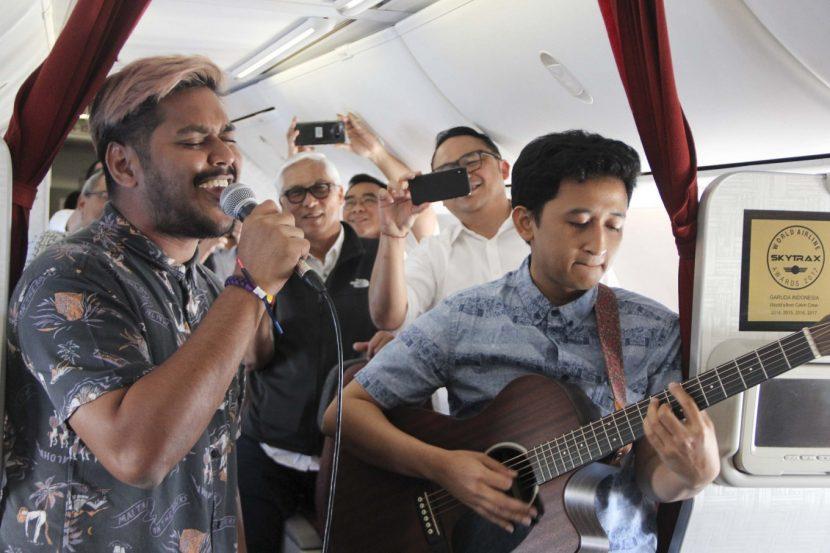 Concerte live în timpul zborului, pentru pasagerii mileniali