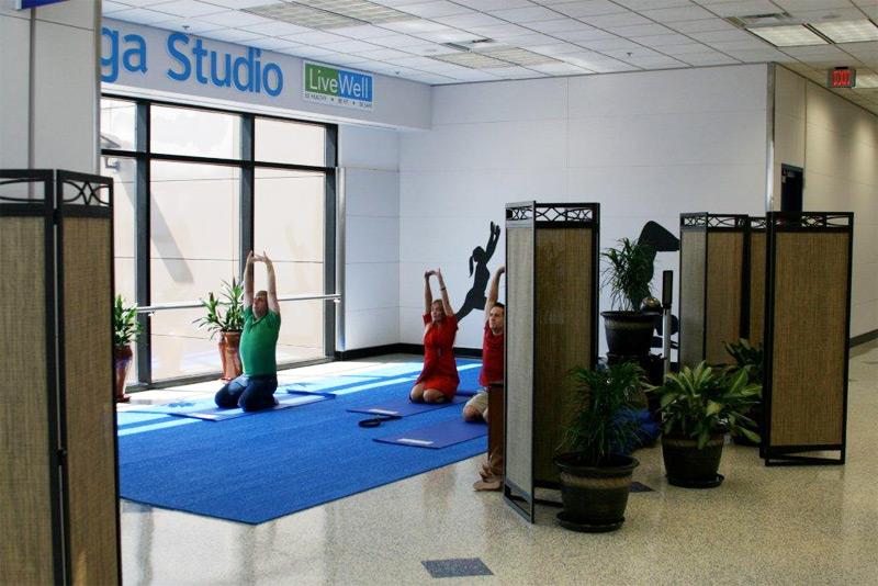 Soluții de relaxare pentru călătorii aflați în tranzit | Fitness sau yoga între două zboruri