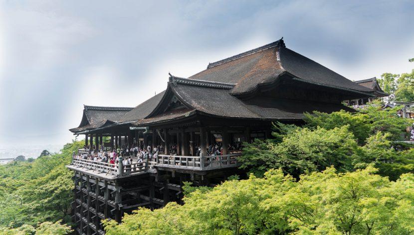 """Japonezii se plâng de """"poluare turistică"""" și restricționează accesul la diverse obiective"""