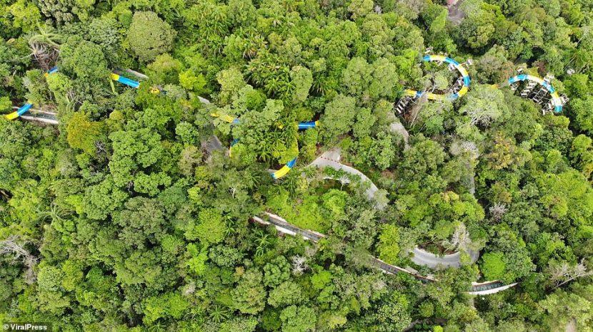 Un tobogan acvatic lung de peste 1 kilometru va fi inaugurat în jungla Malaysiei