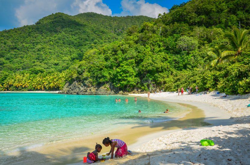 Insulele Virgine Americane interzic, din 2020, loțiunile de soare care afectează coralii