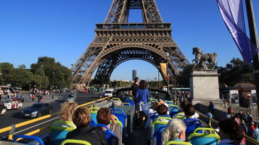 FRANȚA | Autobuzele turistice vor fi interzise în centrul Parisului