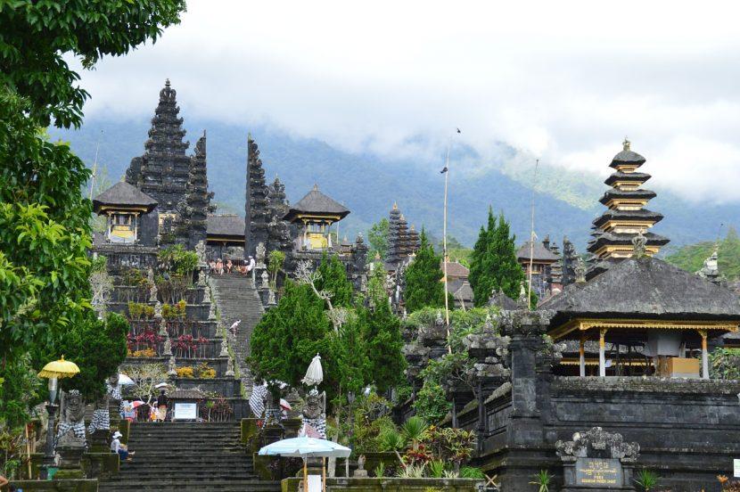 """Indonezia investește în """"10 noi Bali"""""""