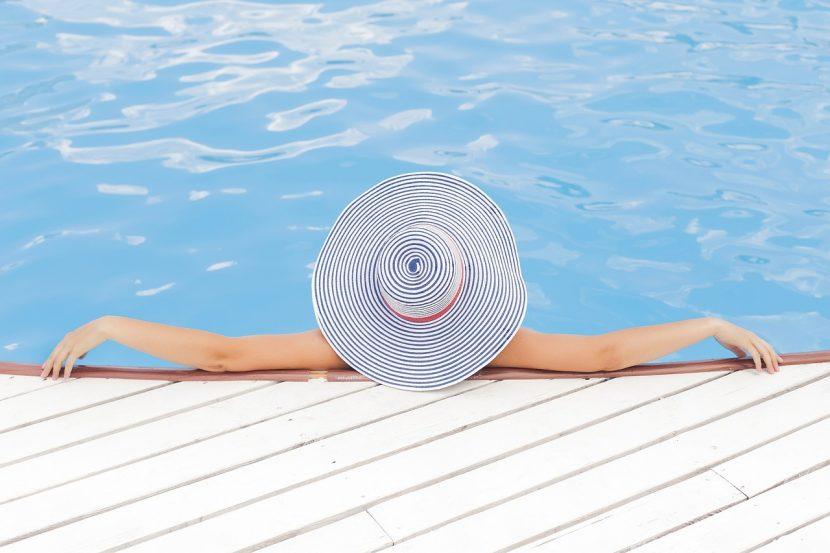 SPANIA | Femeile pot face topless la piscinele municipale din Barcelona