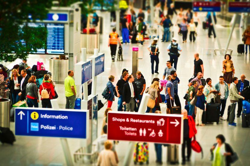 Companiile aeriene ar putea începe să-și cântărească pasagerii înainte de îmbarcare