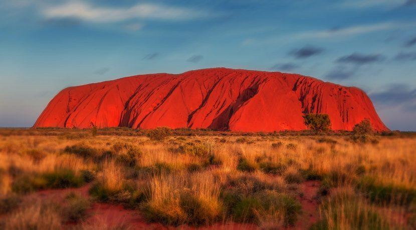 AUSTRALIA | Escaladarea muntelui sacru Uluru, interzisă din octombrie